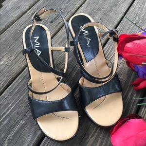 🌺 MIA wedge sandals 🥰
